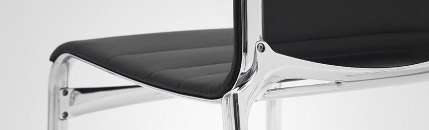 Taburetes Alias frame Stool de aluminio extruído y respaldo poliester ignifugo
