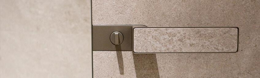 Gres Porcellanato de Rimadesio, el material estrella de puertas, paneles correderos, aparadores, estantes y armarios.