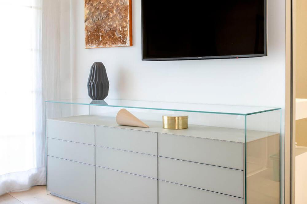 Mobiliario de diseño Rimadesio cómoda Self Igio Chiaro opaco Proyecto integral interiorismo los Madroños