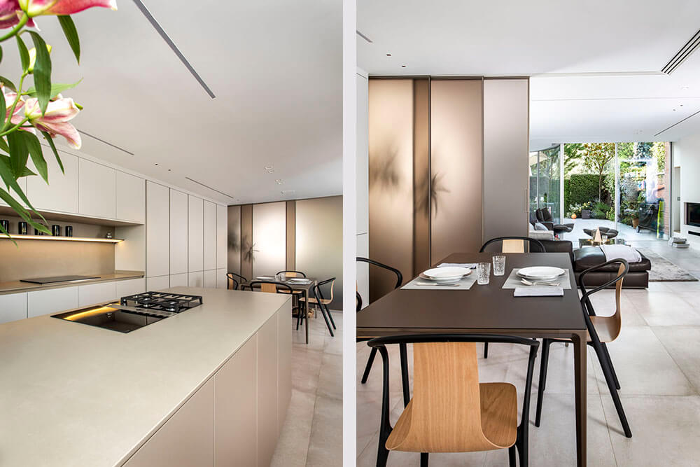 Proyecto diseñado por ICONNO de cocina S2 Pure Siematic color blanco titanio con paneles correderos velaria Rimadesio color bronce abiertos
