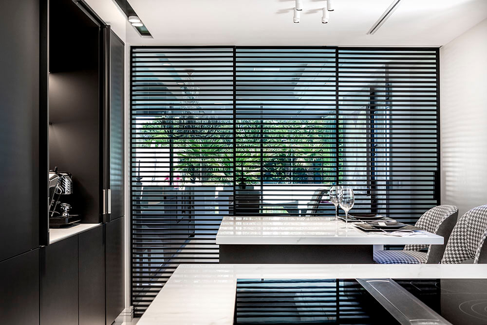 Cocina y salón integrado manteniendo a la vez la independencia de ambos espacios.